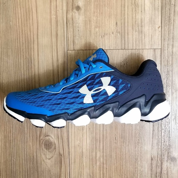 finest selection 0bf27 fff9c Men's Under Armour Spine Disrupt Running Shoes NWT